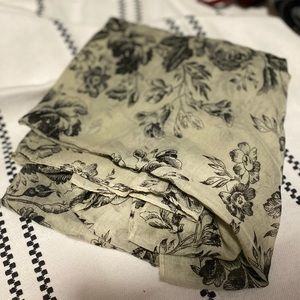 UO Sage Green Light Scarf Wrap (Cabbages & Roses)